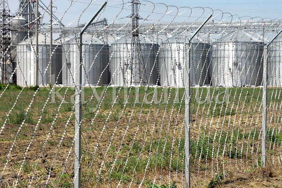 Забор из колючей сетки Кайман