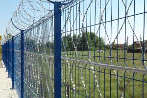 Забор из сварных панелей, колючая сетка Кайман и спиральный барьер безопасности Кайман