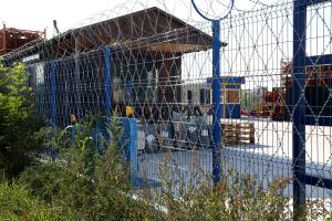 Fencing made of welded grid and Kayman barbed mesh around the warehouse