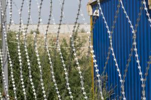 Забор из колючей сетки Кайман вокруг строительной площадки