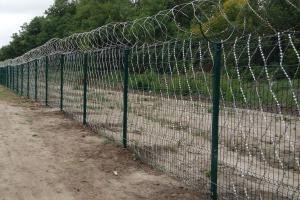 Забор из сварной сетки, усиленный колючей сеткой Кайман