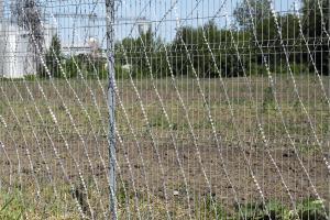 Забор из сварной сетки и колючая сетка Кайман